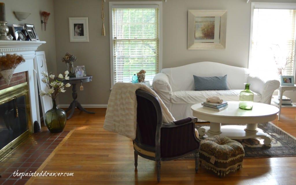 Living Room www.thepainteddrawer.com