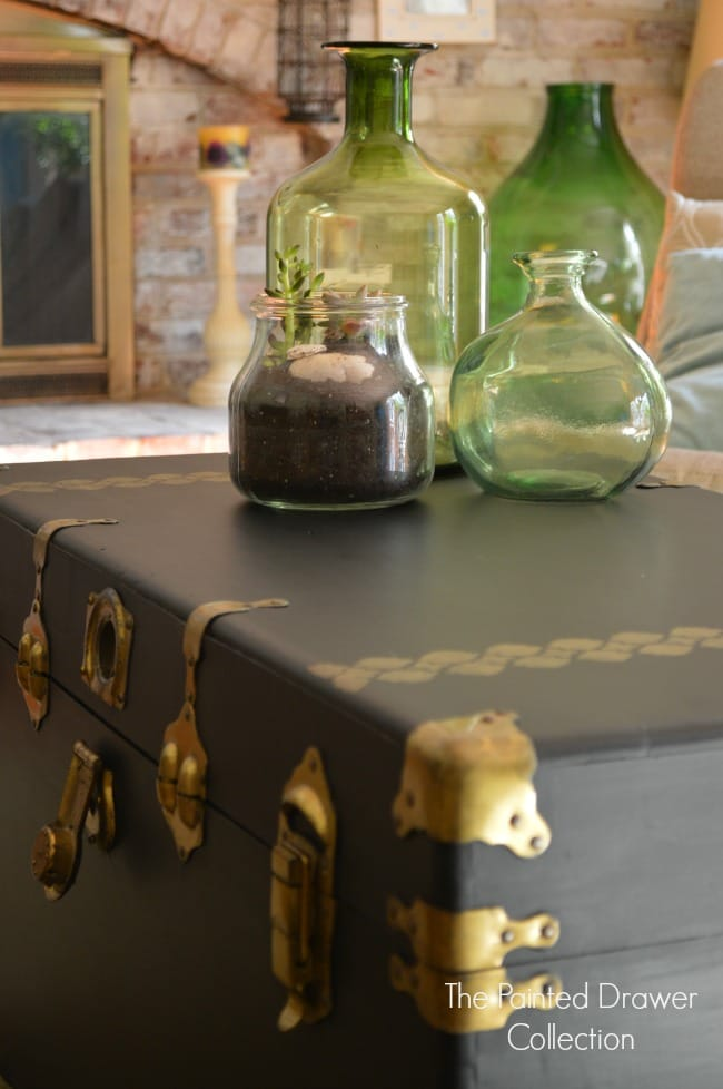 Cedar Chest Details in Black and Gold