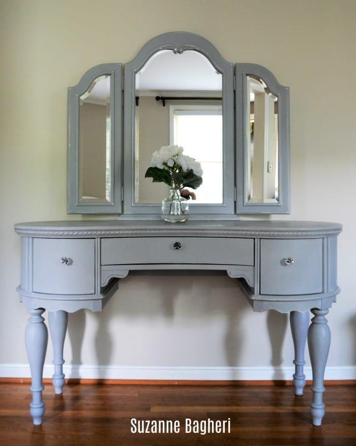 Paris Grey Adds Charm Vanity With Mirror