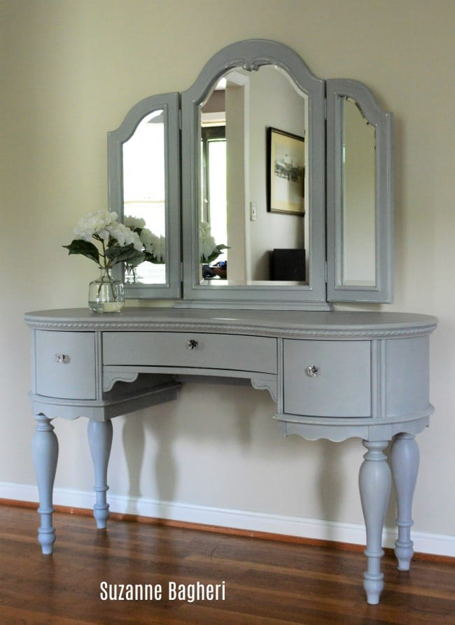 Paris Grey Adds Charm – Vanity with Mirror