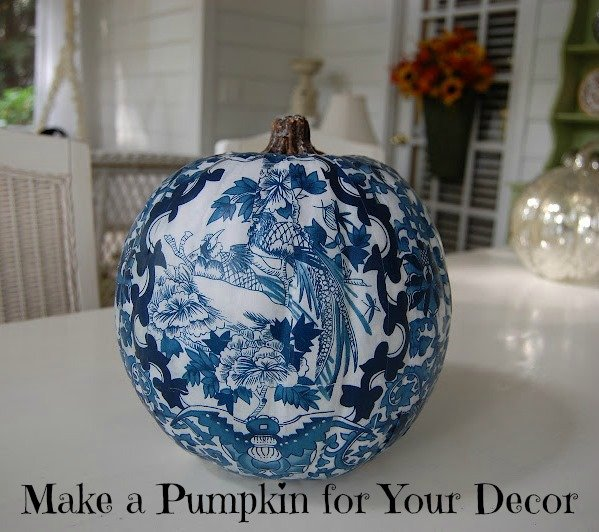 via http://betweennapsontheporch.net/a-blue-and-white-pumpkin-for-the-guest-room/