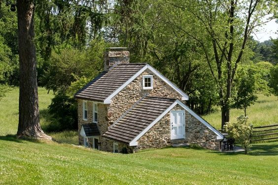 Farmhouse Living – Buy the Real Deal or Fake It Instead?