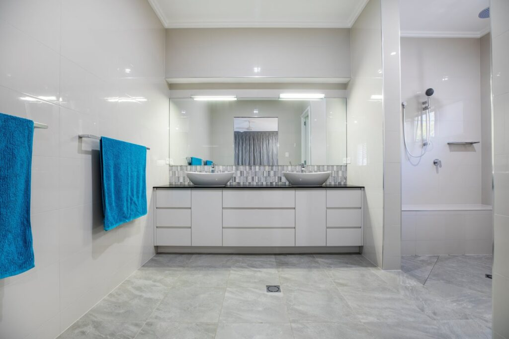 White Bathroom Makeover Ideas