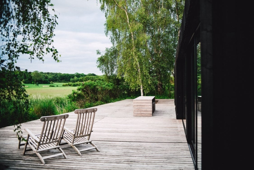 5 Superb Advantages Of Adding A Deck To Your Garden